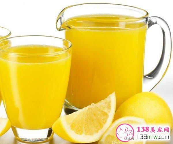 喝柠檬水可以晒太阳吗 柠檬水怎么喝美白效果最佳