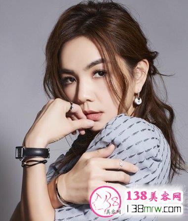Ella首度挑战空气刘海 lob才最显女王范儿