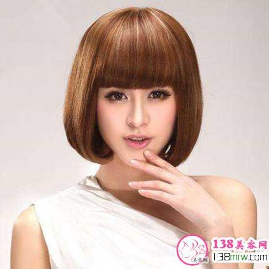 内容   蘑菇头短发造型look一 女生减龄显嫩的发型中,这款蘑菇头短发图片