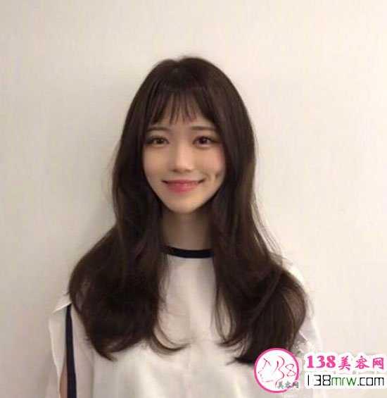 二次元短刘海适合什么发型 眉上刘海俏皮减龄发型